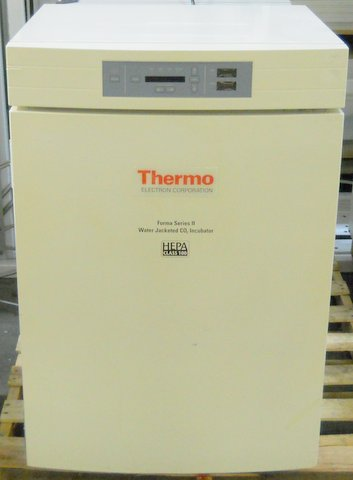 3110 Water-Jacketed CO2 Incubator