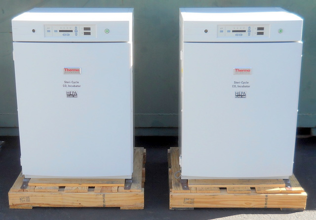 380 Steri-Cycle Dual-Chamber Air-Jacketed CO2 Incubators