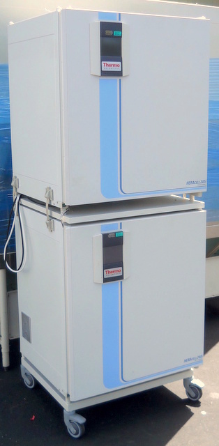 HERAcell 240i Dual-Chamber Air-Jacketed CO2 Incubators